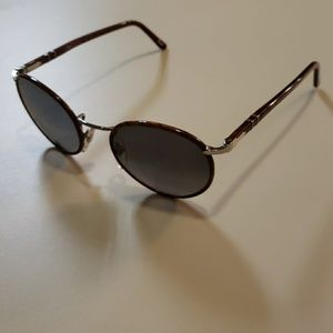 NWT Persol round Sunglasses 2422 49mm